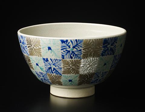 色繪金彩茶碗
