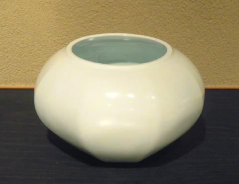 白磁面取飾壷 (替蓋付)