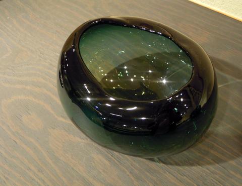 硝子削釉水指