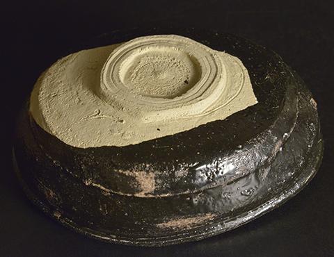 織部黒茶碗