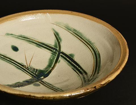 白地緑彩草虫文皿