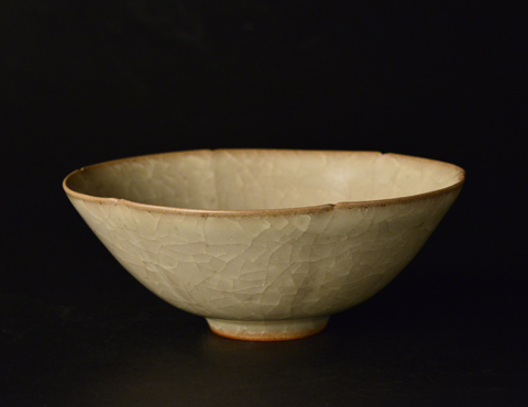 米色瓷茶碗