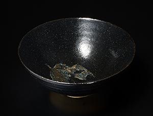 黒釉葉文碗