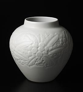 白磁枇杷彫文花瓶