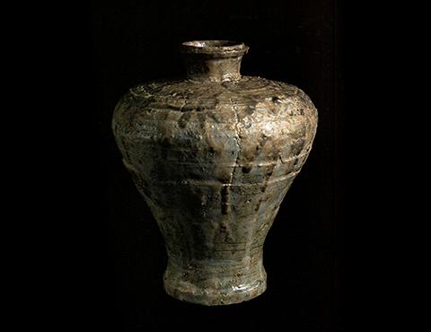 灰釉印花瓶子