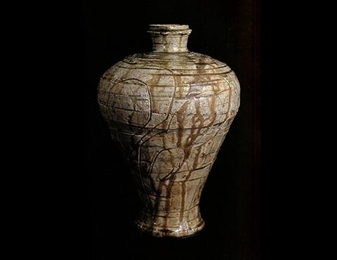 灰釉劃花瓶子