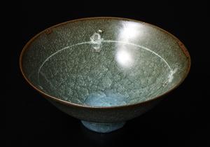 青磁象嵌碗