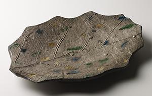 銀彩彫魚文木ノ葉形大皿