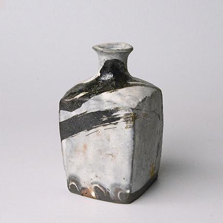 「No.133 粉引唐津角徳利  / Square sake flask, Kohiki-karatsu」の写真 その1
