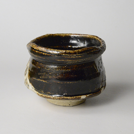 「No.18 黒織部沓茶碗 / Tea bowl, Kuro-oribe, Shoe shaped」の写真 その2