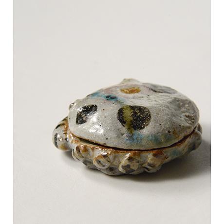 「No.37 弥七田織部蟹香合 / Incense container, Yashichida-oribe, Crab shaped」の写真 その4