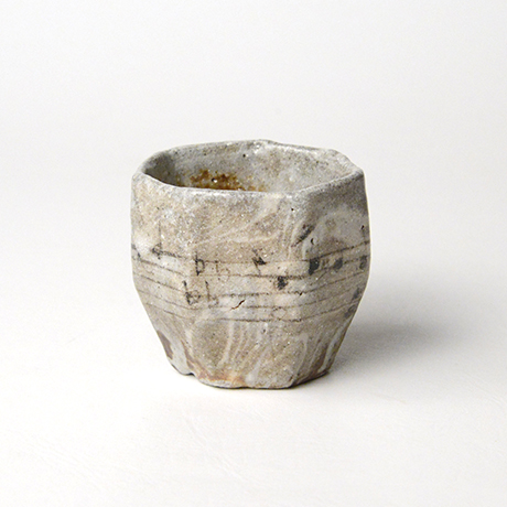 「No.56 赤織部七角さけのみ / Sake cup, Aka-oribe, Heptagonal」の写真 その1