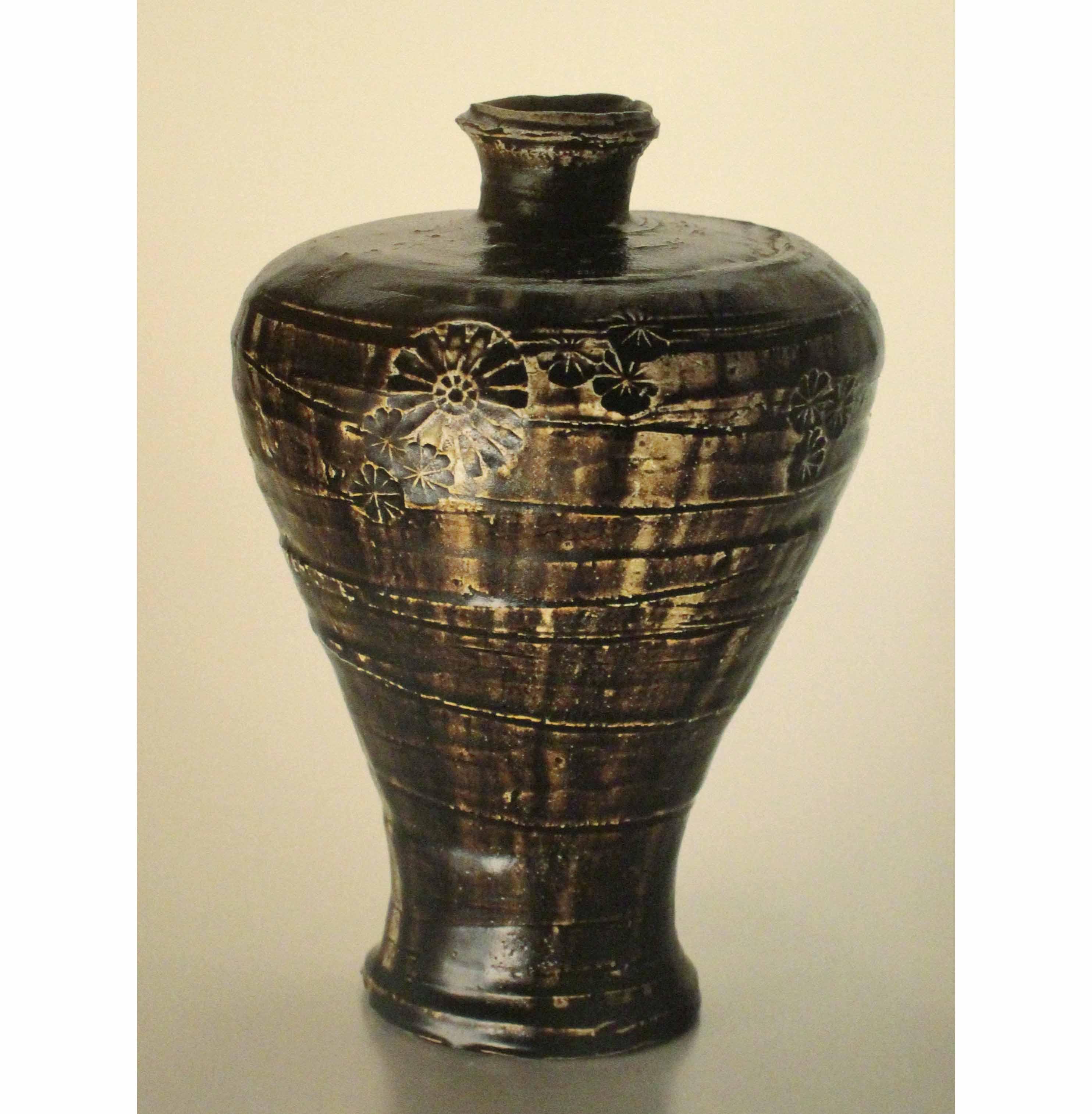 飴釉印花瓶