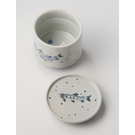 「No.40 染付魚文蓋物  Bowl with lid, Sometsuke」の写真 その5