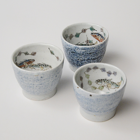 "「No.27 色絵汲出碗 五 「イトヨ泳がす図」 A set of five tea cups. Iro-e, ""Three-spined Sticklebacks Swimming""」の写真 その1"