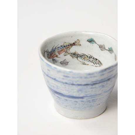 "「No.27 色絵汲出碗 五 「イトヨ泳がす図」 A set of five tea cups. Iro-e, ""Three-spined Sticklebacks Swimming""」の写真 その4"