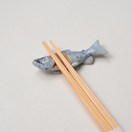 "「No.37 色絵染付箸置 「荒巻じゃけ」 A set of chopstick rests, Iro-e, ""Aramaki Salmon""」の写真 その4"