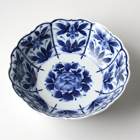 「No.5 芙蓉手草花文輪花八角中鉢 / Octagonal Bowl with flower design, Sometsuke」の写真 その1