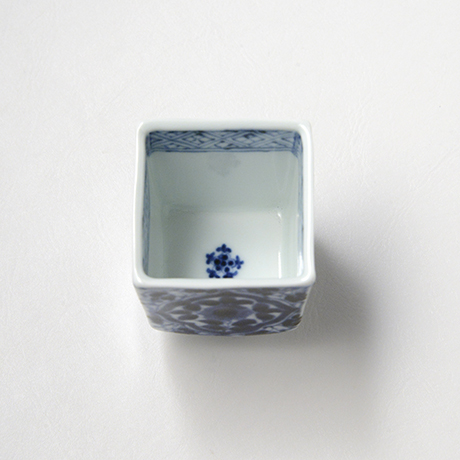 「No.59 草花唐草文四方角ぐい吞 /   Sake cup with floral arabesque design, sometsuke」の写真 その4