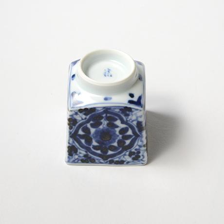 「No.59 草花唐草文四方角ぐい吞 /   Sake cup with floral arabesque design, sometsuke」の写真 その5