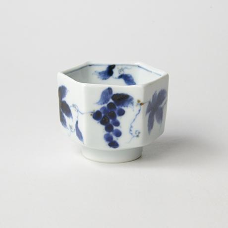 「No.61 葡萄文六角ぐい吞 /   Sake cup with grape design, sometsuke」の写真 その2
