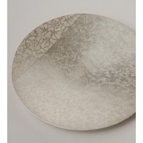 「No. 25 南鐐唐草文菓子器  / Plate, arabesque, silver」の写真 その1
