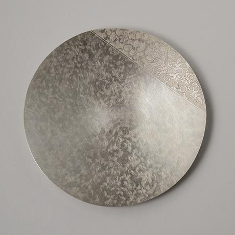 「No. 25 南鐐唐草文菓子器  / Plate, arabesque, silver」の写真 その4