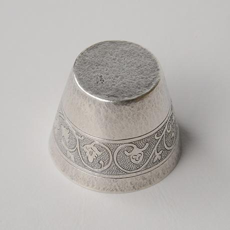 「No.56(DM6) 南鐐唐草文酒盃  / Sake cup, arabesque, silver」の写真 その3