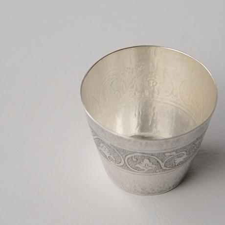 「No.56(DM6) 南鐐唐草文酒盃  / Sake cup, arabesque, silver」の写真 その4