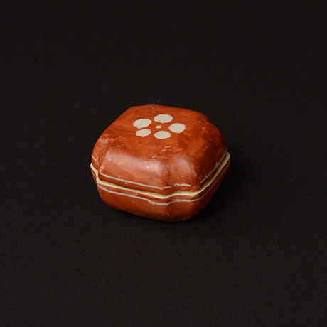 「No.70 赤絵香合 / Insence container, overglaze enamels」の写真 その1