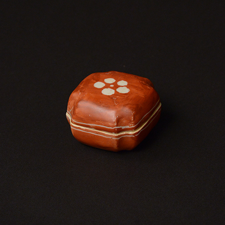 「No.70 赤絵香合 / Insence container, overglaze enamels」の写真 その2