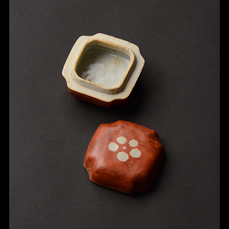 「No.70 赤絵香合 / Insence container, overglaze enamels」の写真 その3