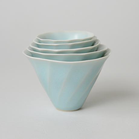 「No.3 鈴木治 入子盃 / SUZUKI Osamu A set of 5 sake cups, Bluish white porcelain」の写真 その4