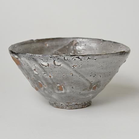 「図17 (No.23) 唐津皮鯨茶碗 / Chawan, Karatsu-kawakujira」の写真 その2