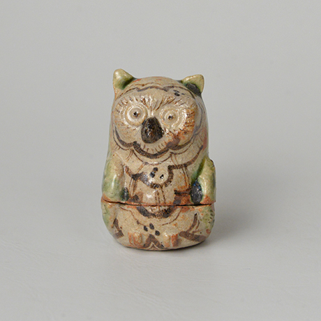「No.46 青織部鵂鈕香合 / Incense container, Ao-oribe, Owl shaped」の写真 その1