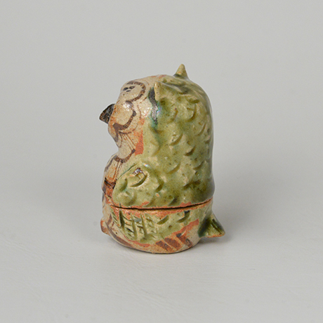 「No.46 青織部鵂鈕香合 / Incense container, Ao-oribe, Owl shaped」の写真 その2