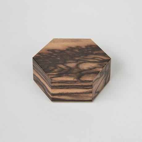 「No.10 黒柿孔雀杢六稜小箱 / Small box, Black persimmon」の写真 その1