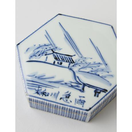 「No.10 富本憲吉 染付大和川急雨六角飾筥 / TOMIMOTO Kenkichi Ornamental box, Sometsuke」の写真 その2