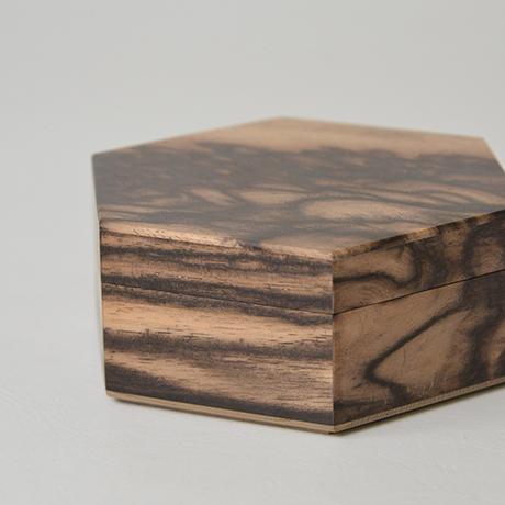 「No.10 黒柿孔雀杢六稜小箱 / Small box, Black persimmon」の写真 その4