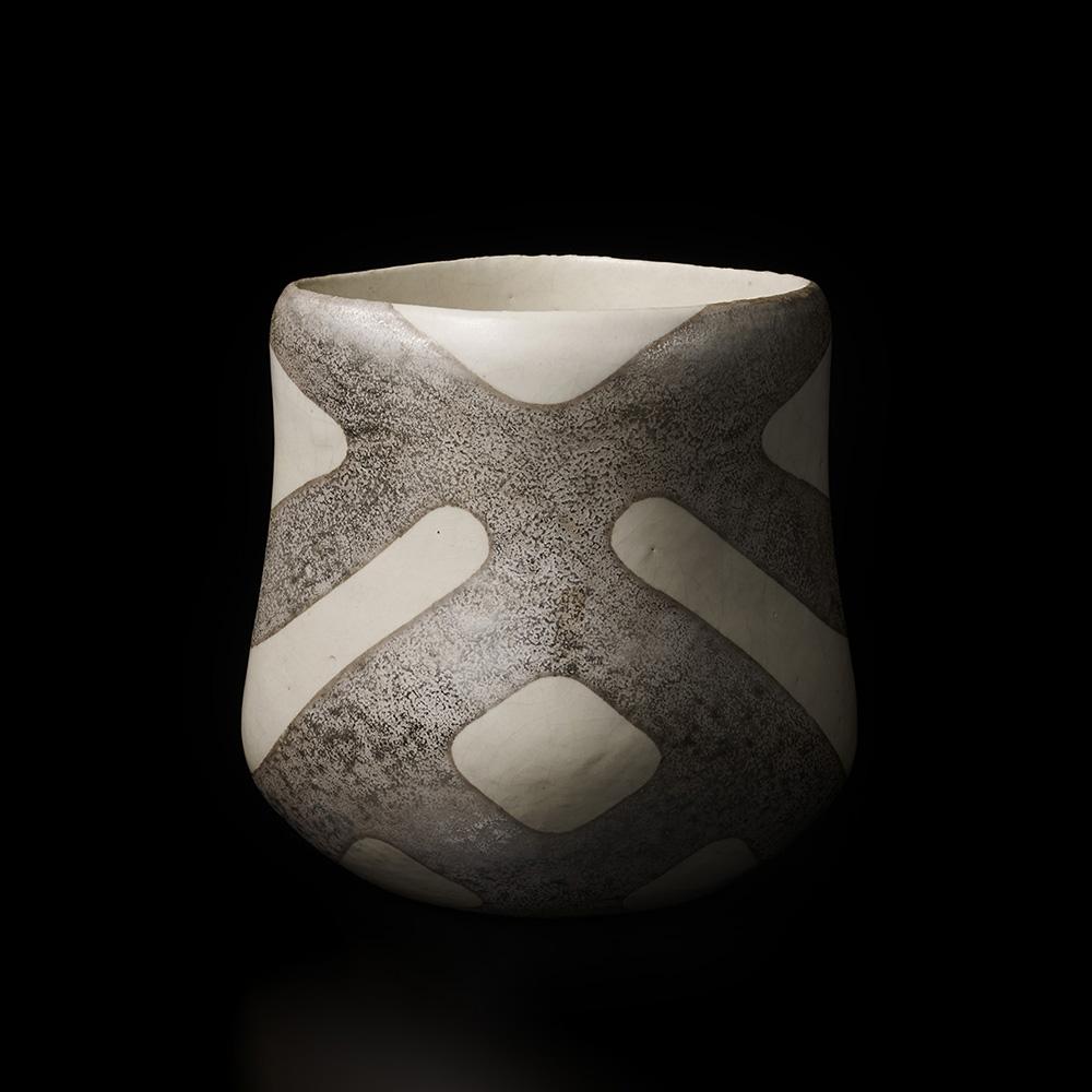 「No.3 栗木達介 銀彩花器 / KURIKI Tatsusuke Vessel, Overglazed silver」の写真 その1