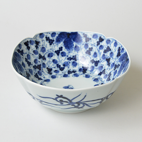「No.22 葡萄唐草文四方輪花深中鉢  / Square bowl with grape arabesque design, Sometsuke」の写真 その1