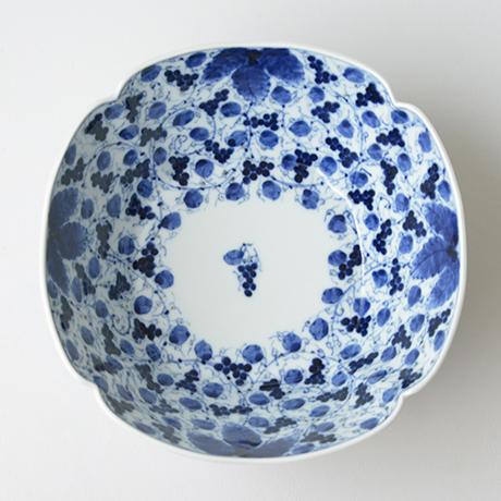 「No.22 葡萄唐草文四方輪花深中鉢  / Square bowl with grape arabesque design, Sometsuke」の写真 その2