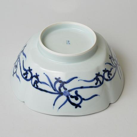 「No.22 葡萄唐草文四方輪花深中鉢  / Square bowl with grape arabesque design, Sometsuke」の写真 その4