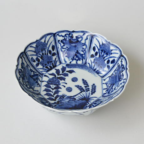 「No.24 芙蓉手花鳥文輪花八角中鉢  / Octagonal bowl with bird and flowers design, Sometsuke」の写真 その1