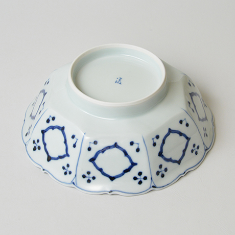 「No.24 芙蓉手花鳥文輪花八角中鉢  / Octagonal bowl with bird and flowers design, Sometsuke」の写真 その4