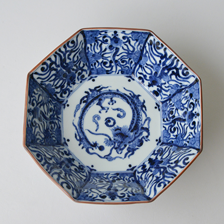「No.26 龍文八角中鉢  / Octagonal bowl with dragon design, Sometsuke」の写真 その2