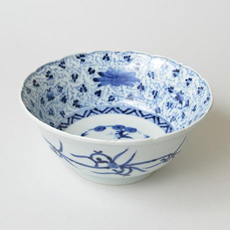 「No.27 花唐草文輪花深中鉢  / Bowl with arabesque design, Sometsuke」の写真 その1