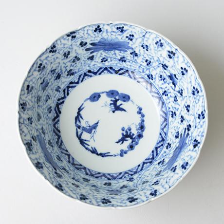 「No.27 花唐草文輪花深中鉢  / Bowl with arabesque design, Sometsuke」の写真 その2