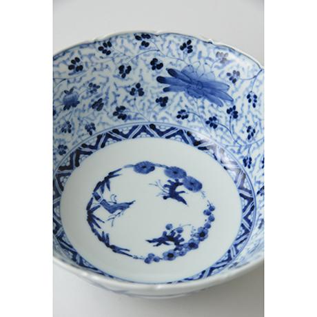 「No.27 花唐草文輪花深中鉢  / Bowl with arabesque design, Sometsuke」の写真 その3