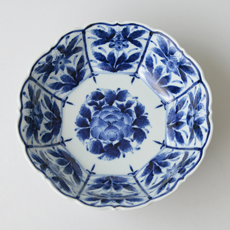 「No.31 芙蓉手草花文輪花八角中鉢  / Octagonal bowl with flowers design, Sometsuke」の写真 その2